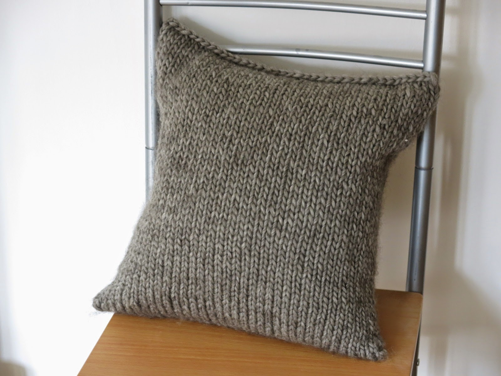 free knitting pattern cushion