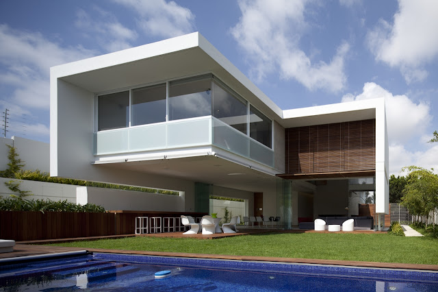 Modern home in Mexico with amazing engineering
