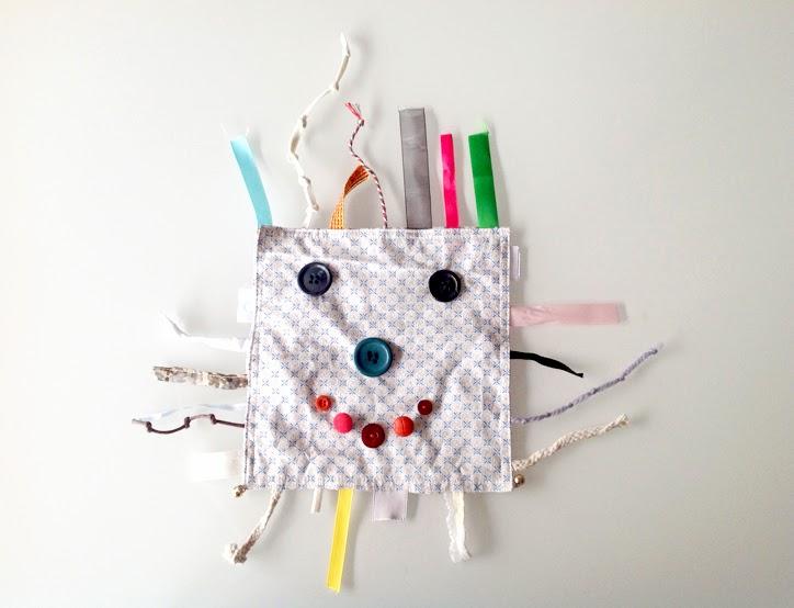juguete-de-tela-y-cintas-casero-para-bebe-hansel y greta