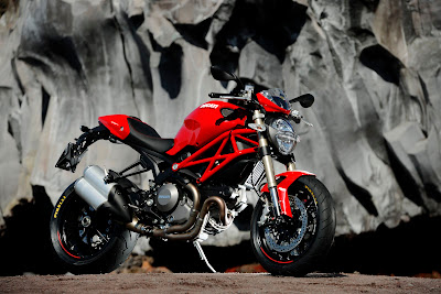 Ducati Monster 1100 EVO Photos