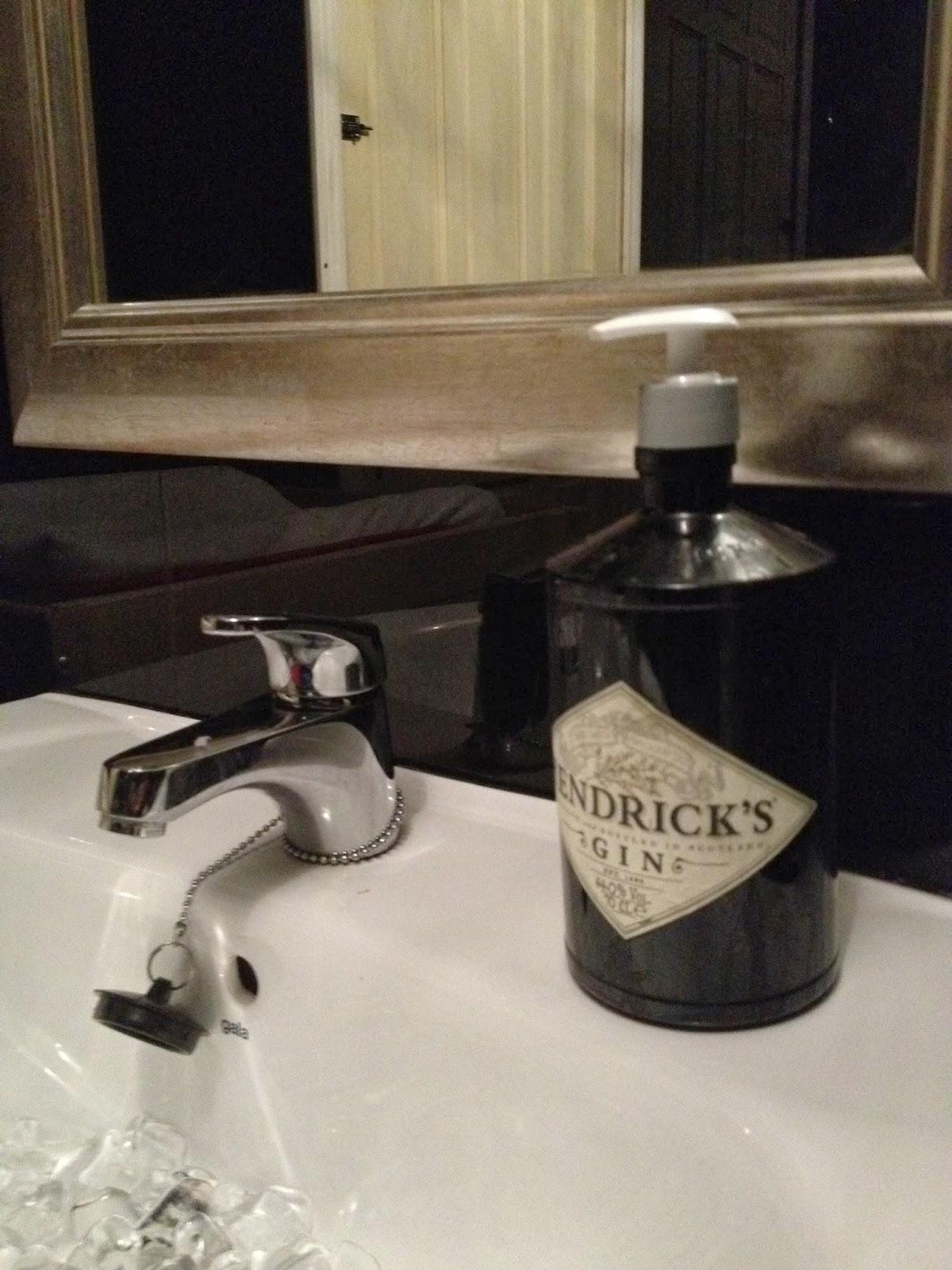 La elegancia de los baños oscuros (Restaurante Al Dente)