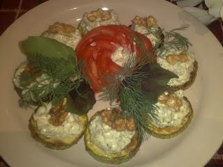 Жареные кабачки в чесночно-ореховом соусе