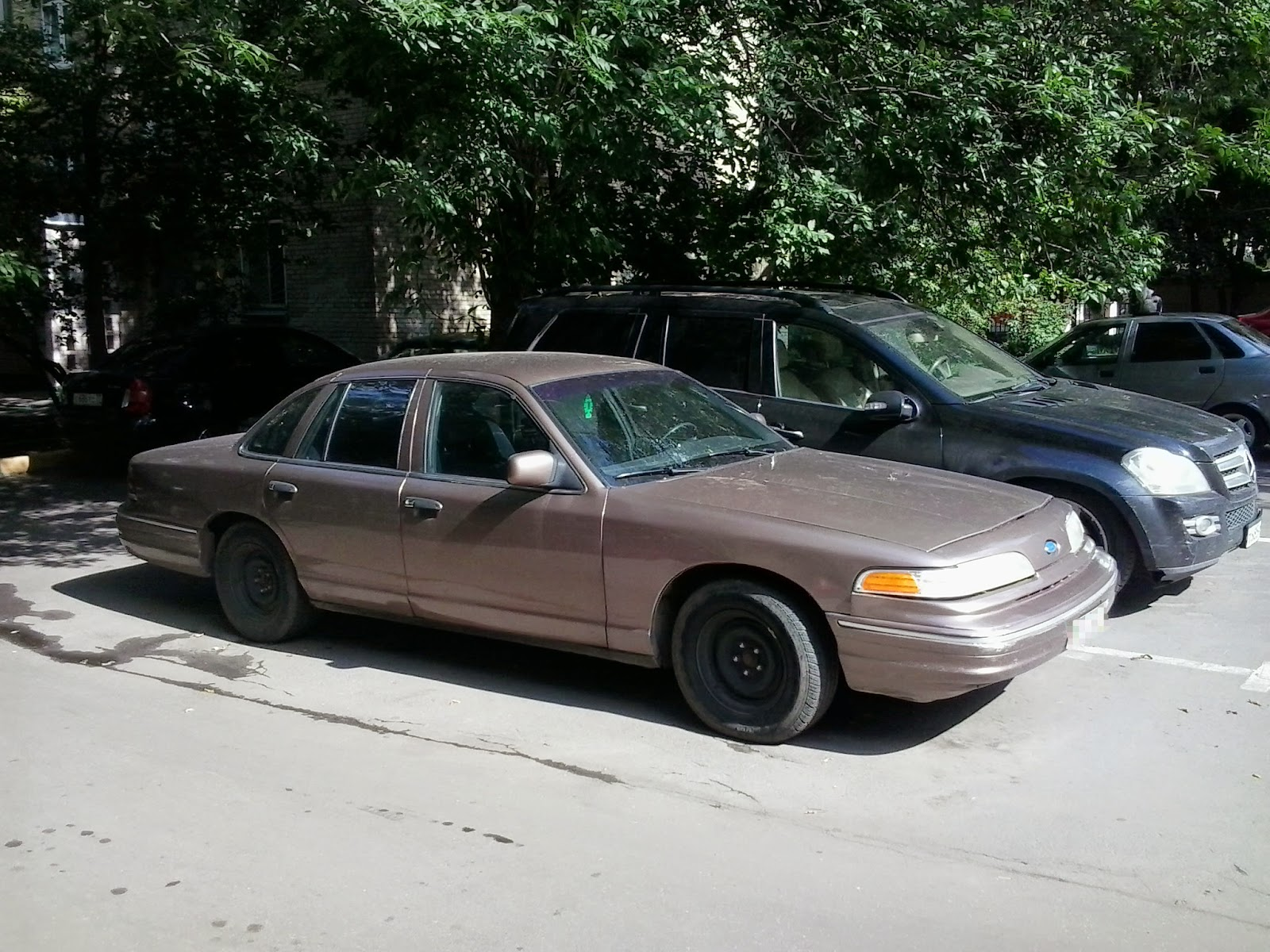 ford crown victoria и chevrolet caprice classic