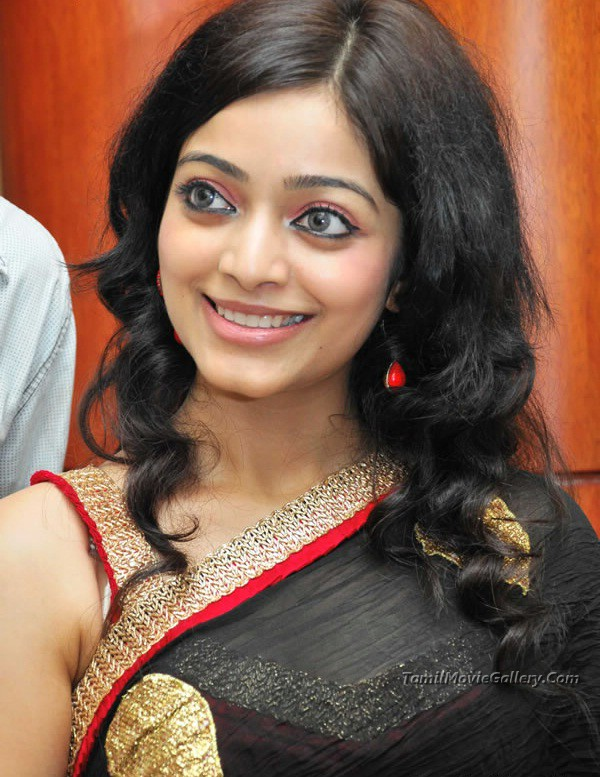 Janani Iyer Hot Pics in Black Saree