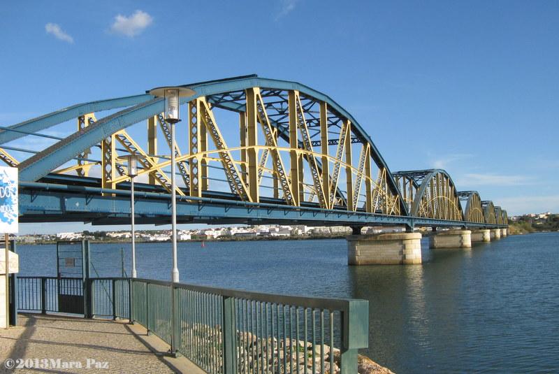Old bridge over the Arade river