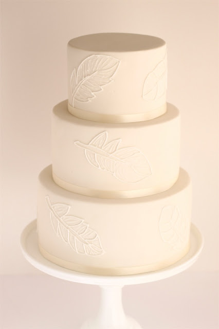 ivory feather wedding cake a simple elegant wedding cake with piped
