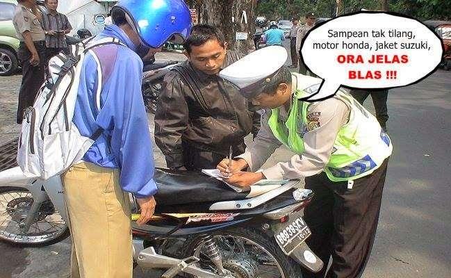 Makanya, kalau beli motor itu sama jaketnya sekalian biar gak beda2 produk.. haha