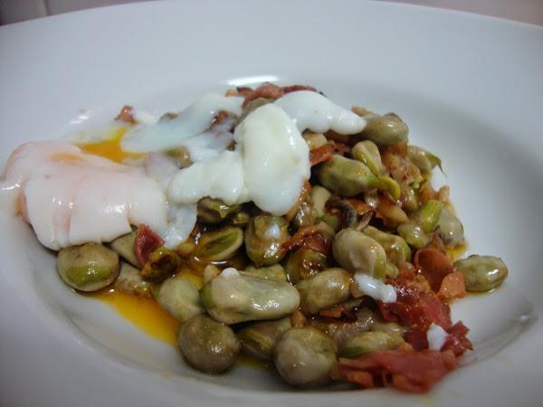 Habas con huevo cocinar en casa es for Cocinar habas con jamon