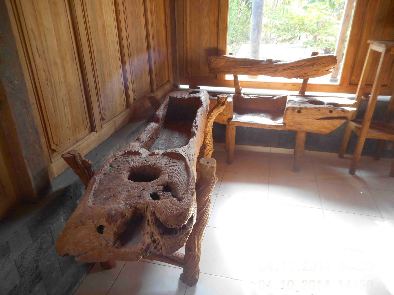 Perabotan Antik meja kursi kayu tua lesung