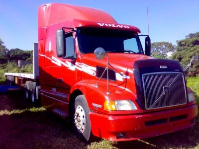 videos de camiones volvo nh12 rojo cabina