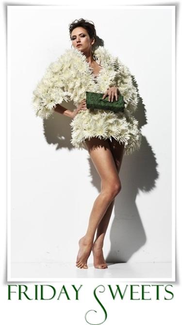 kläder av blommor, päls gjord av blommor, cloths made of flowers, coat  made of flowers