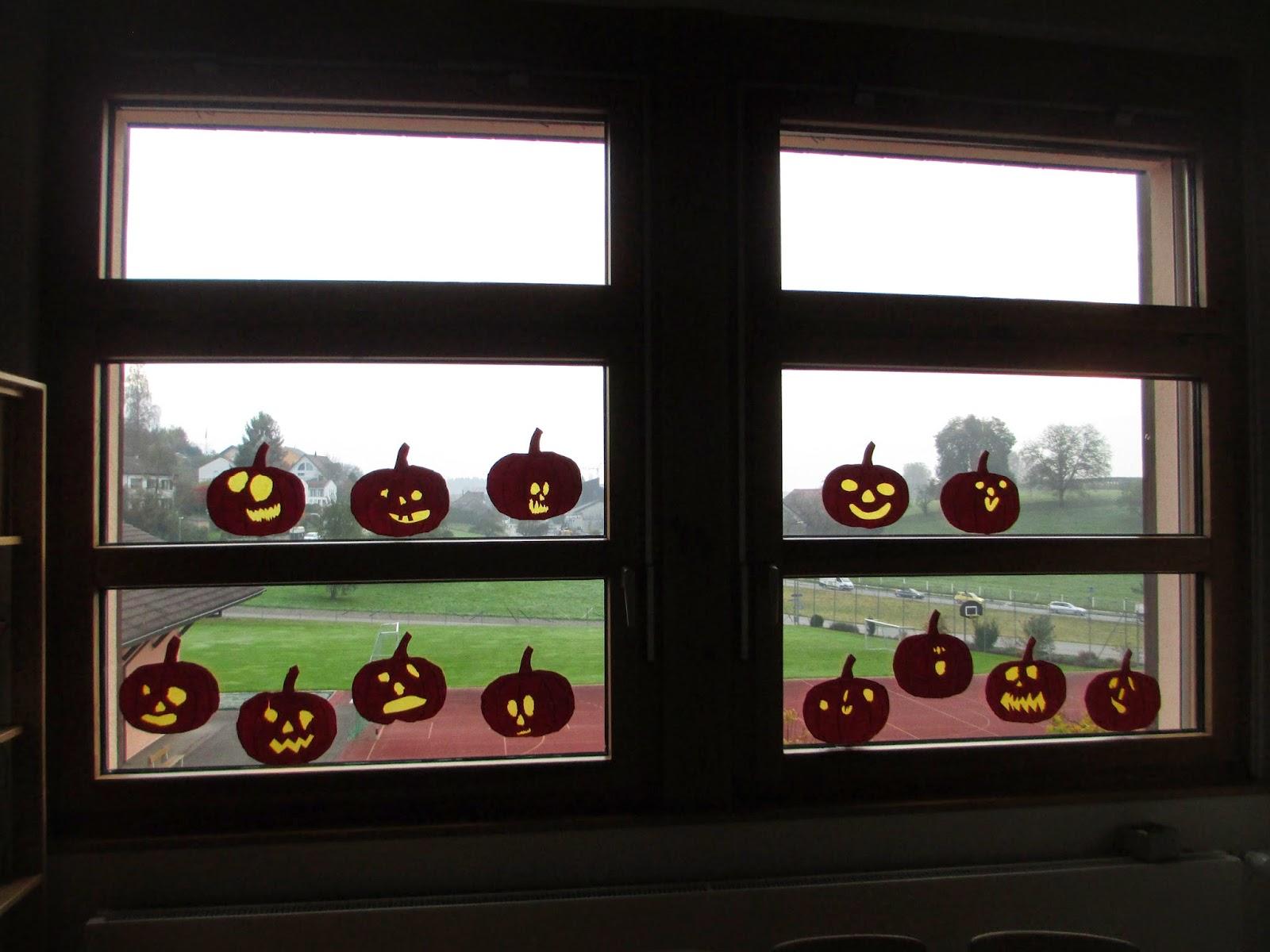 Fenster dekoriert für Halloween
