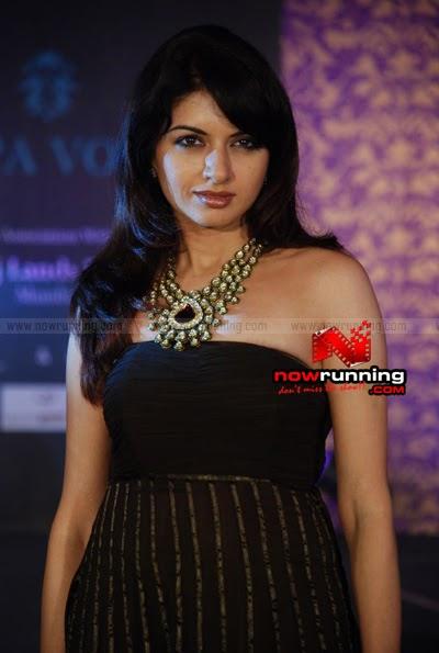 Bollywood Celebrities Wearing Open Back Dresses - Boldsky