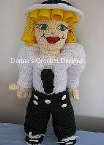 http://www.donnascrochetdesigns.com/plasticsprings/doll-with-plastic-spring-curls-free-crochet-pattern.html
