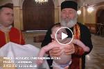 """VIDEO: Botezul """"acrobatic"""" al copiilor - între abuz și blasfemie"""