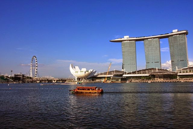 The Boat In Front Of The Marina Bay Sands