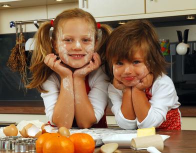 l 39 cole des parents cuisiner avec les enfants c 39 est cr er de savoureux moments de complicit. Black Bedroom Furniture Sets. Home Design Ideas