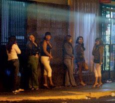 prostitutas esperando prostitutas en el cine