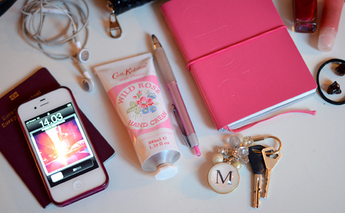 Iphone girly stuff keys headphones fashion 4loveimages for Cool girly stuff