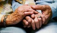 tomados mano+vejez+mayor+vejes+poemas de autoayuda+ancianos+abuelos