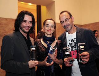 """Marcelo Laffitte, Igor Cotrim e Simone Spoladore foram os grandes vencedores do Prêmio ACIE, pelo filme """"Elvis e Madonna"""". Foto: Renzo Gostoli"""