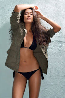 Lisa Haydon – Showing Her Hot & Sexy Body