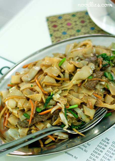 Chinese fried noodles with beef