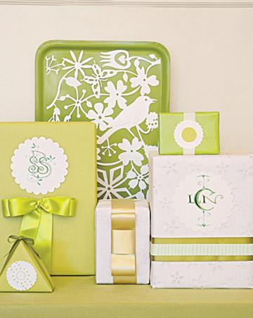 Envoltorios verdes para regalos de invitados a una boda