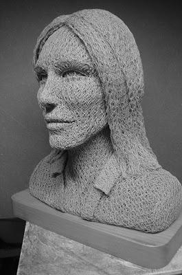 esculturas hechas de alambres