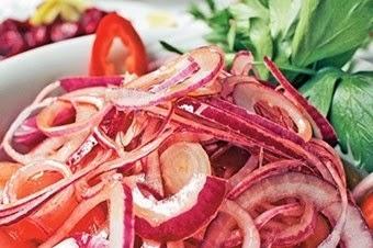 Kırmızı soğan salatası Tarifi Kolay Yapımı