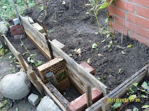 Autamme erilaisten puutarharakenteiden pystyttämisissä ja teoissa yrttipenkeistä alkaen