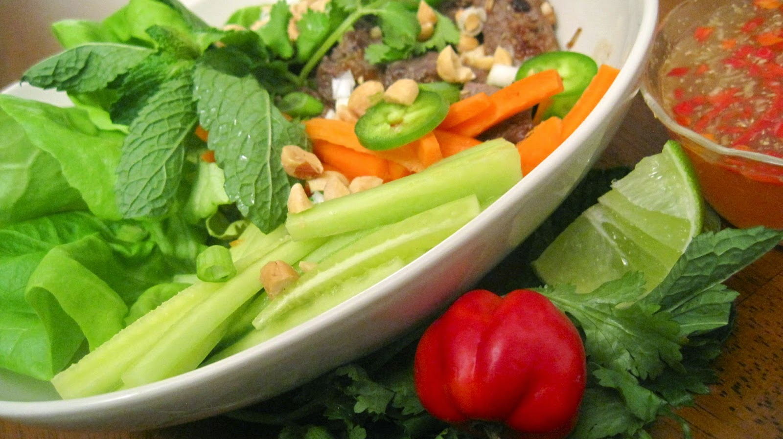 ... the Kitchen: Vietnamese Lemon Grass Beef and Noodle Salad (Bun Bo Xao