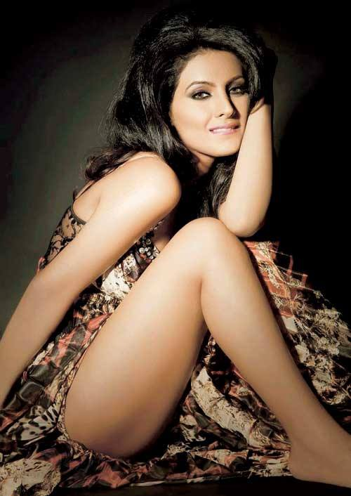 Geeta Basra Thighs, Geeta Basra feet, Geeta Basra hot sexy legs pics, Geeta Basra beautiful pictures