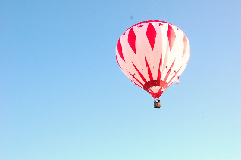 Many Beautiful Balloons In The Sky : lot of photos, I know. Arent they pretty, though?