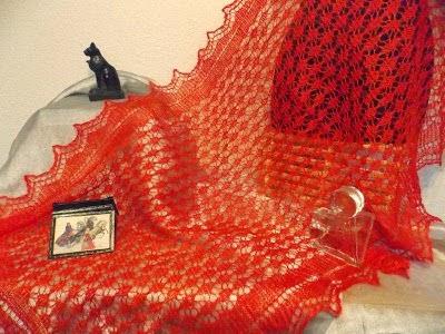 TE KOOP: rode Orenburgse wollen sjaal