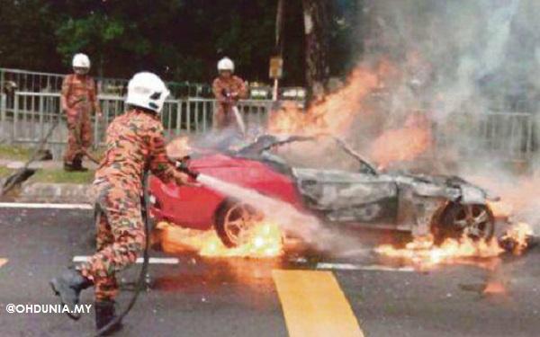 Kereta Mewah Terbakar