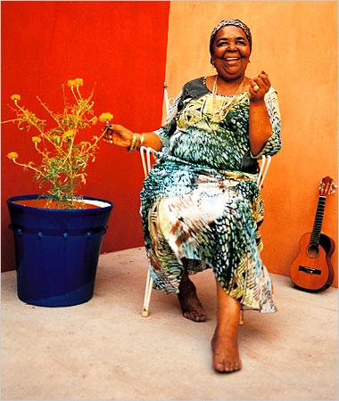H «ξυπόλητη τραγουδίστρια» σταματά την καριέρα της  | iefimerida.gr 0
