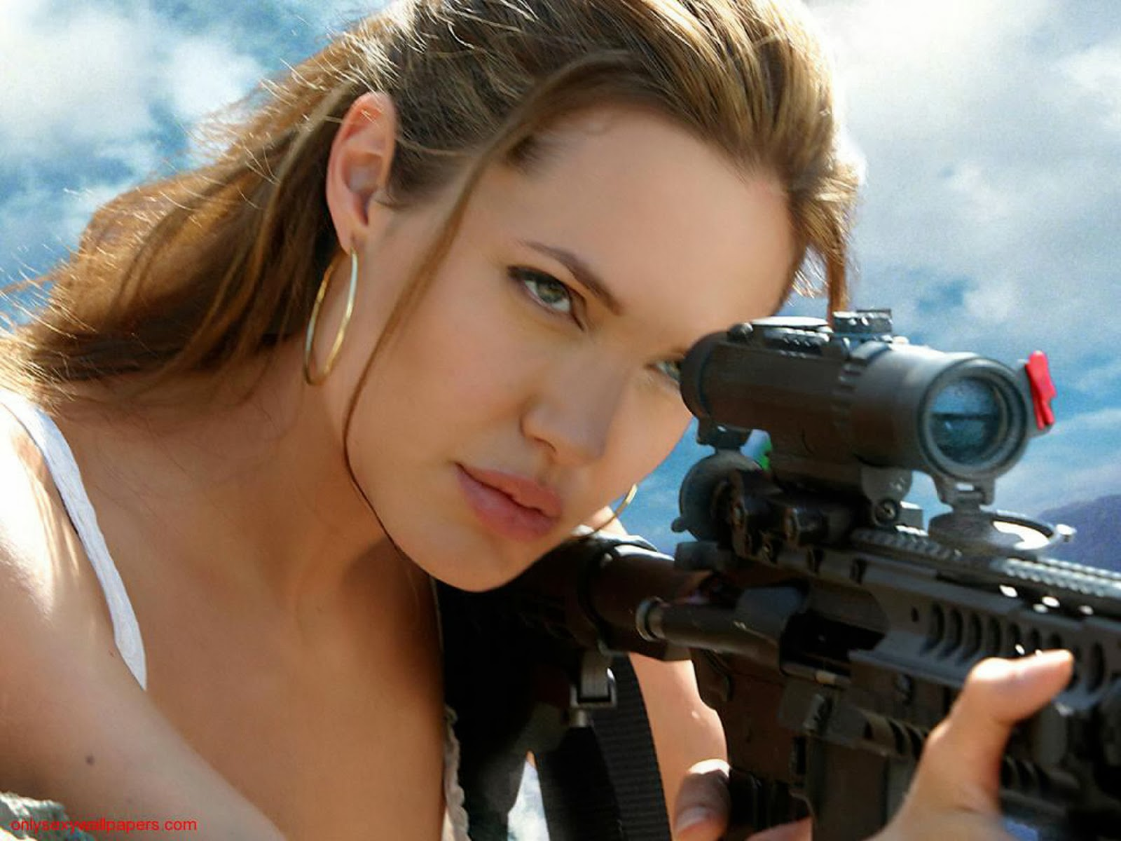 Angelina Jolie in Tomb Rider Wallpapers