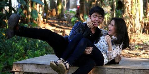 Foto Aliando dan Prilly Latuconsina