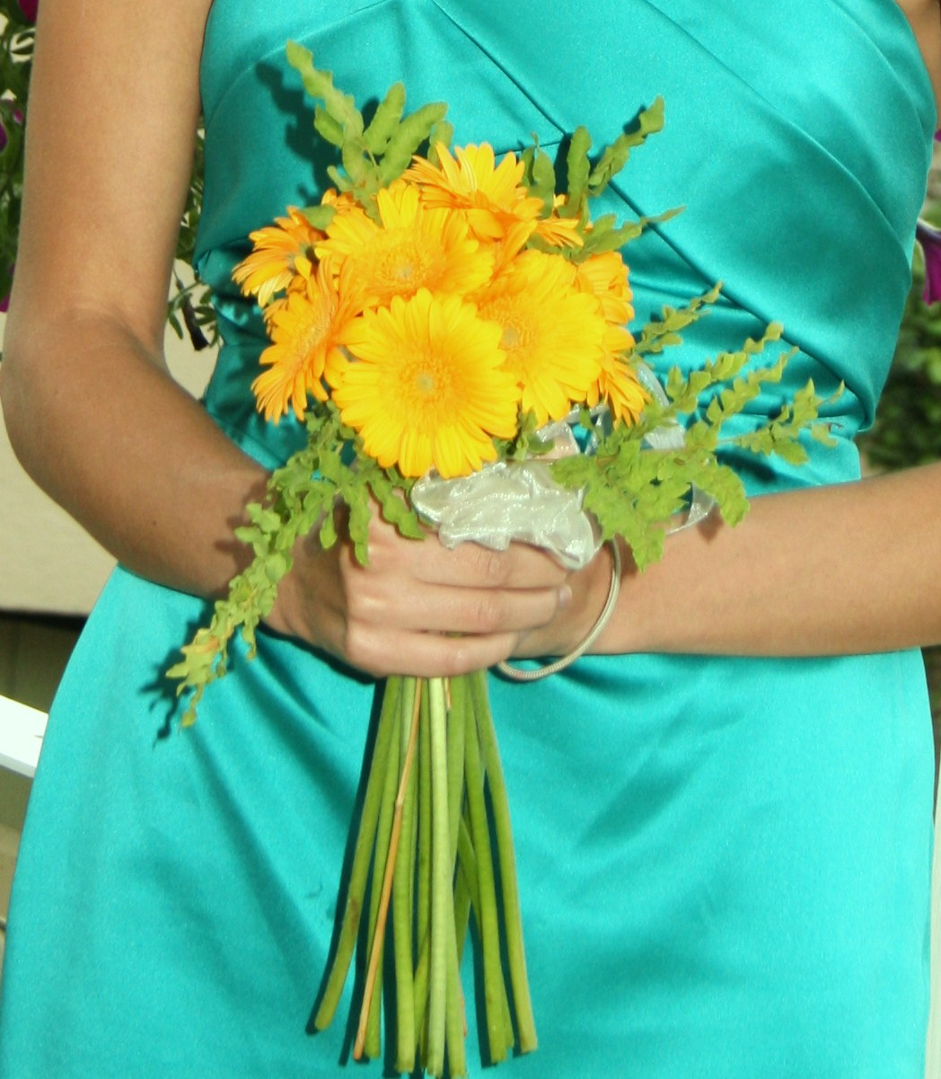 Wedding Flowers Too Expensive : Designinflowers wedding flowers on a budget cheap and chic