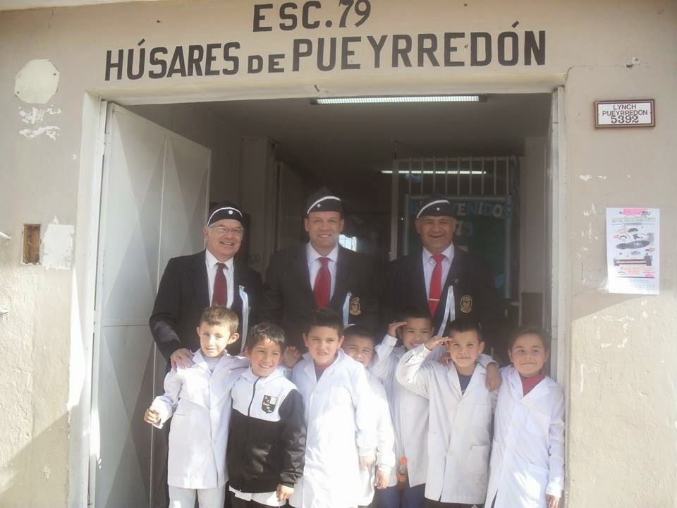 Con los Compañeros Húsares y la alegría de los alumnos.