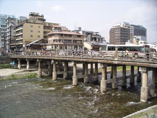三条大橋(さんじょうおおはし)