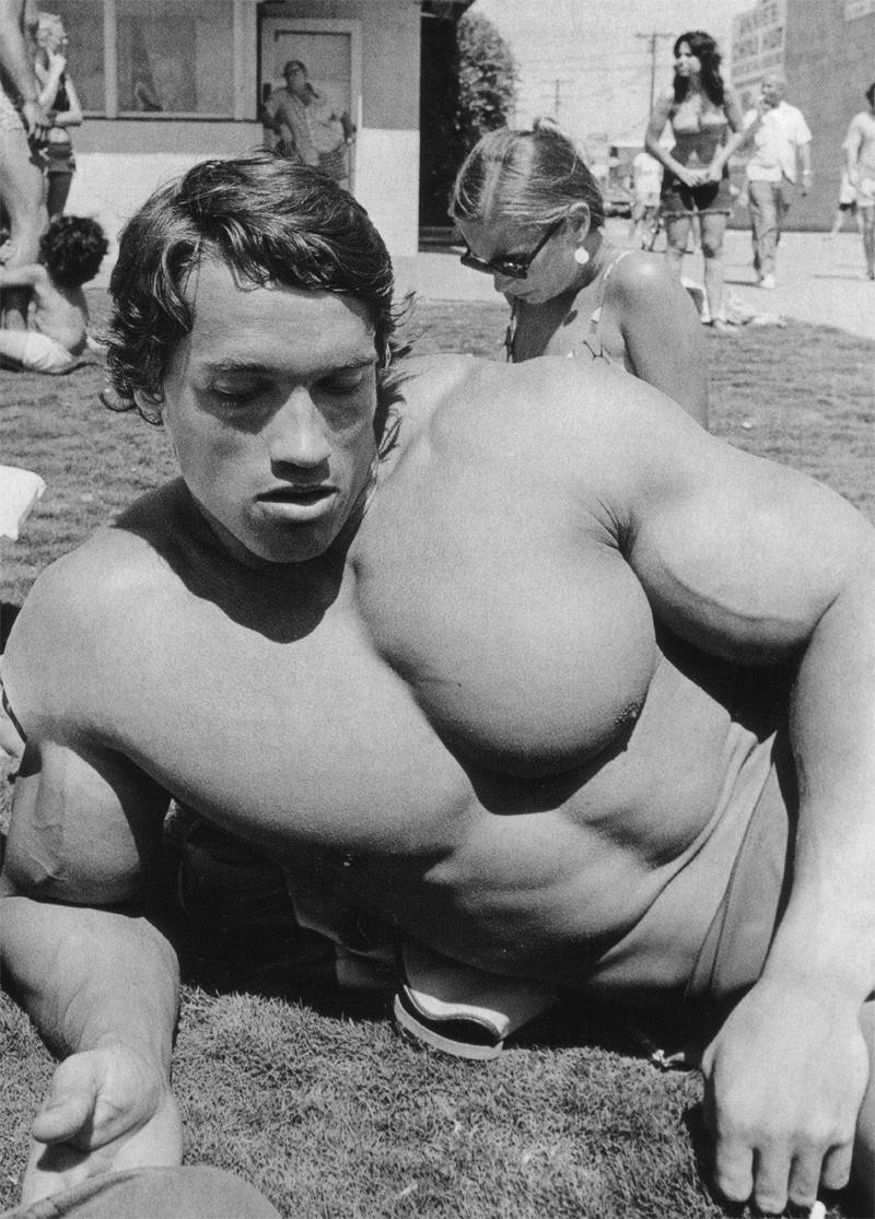 Arnold schwarzenegger body building and workout pictures movies