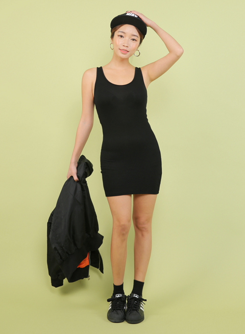 Slim Scoop Neck Sleeveless Dress