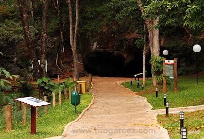 Caminho até a entrada da gruta da Lapinha, em Minas Gerais
