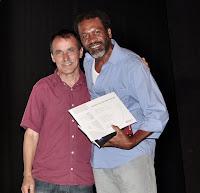 Secretário Wanderley Peres e o grande vencedor do Concurso de Sonetos, PC de SI