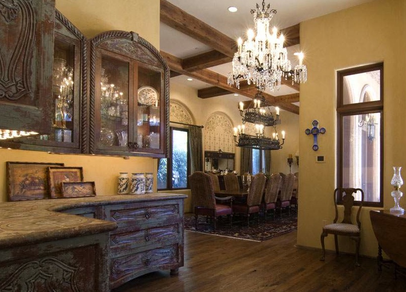 Tuscan style the old world charm of tuscan style for Old world window treatments