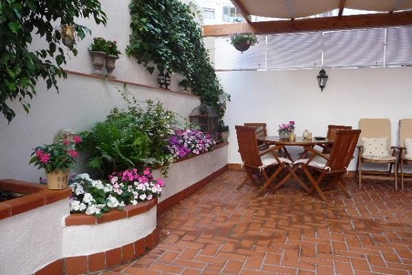 Patio de luces poca luz y mucho viento foro de infojardn for Jardineras para patios pequenos