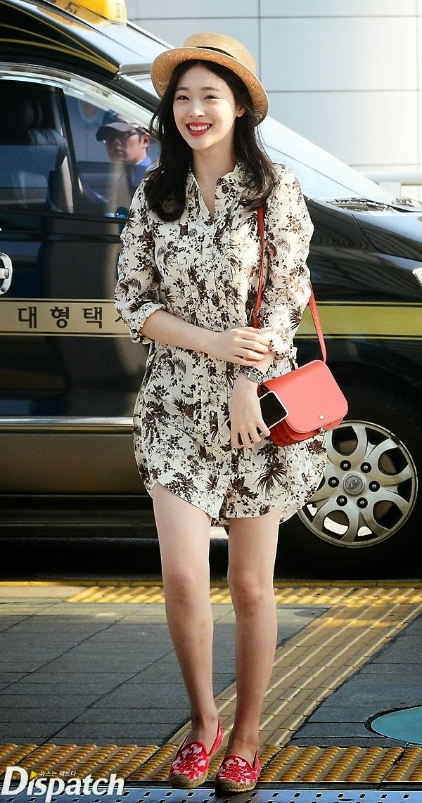 More photos below  F(x) Sulli Airport Fashion