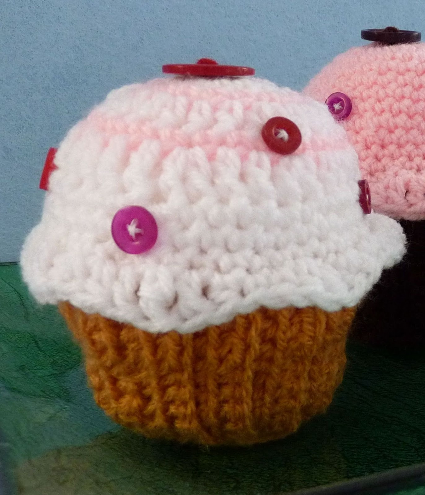 Crochet Pattern Free Cupcake : The Adventures of the Gingerbread Lady: TUTORIAL ...